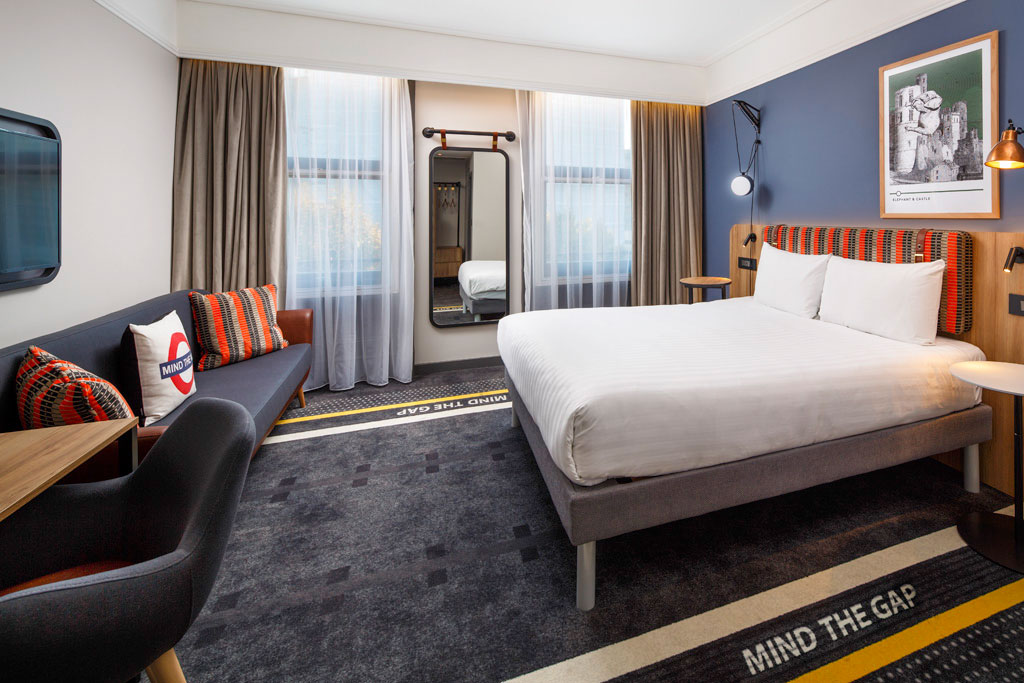 4817 63 - A London Underground themed hotel opens